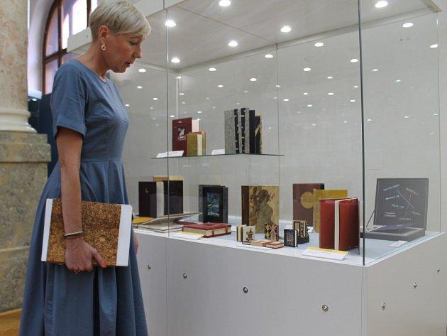 Krásné knihy v nádherných secesních prostorách ZČM. To je hlavní devíza aktuální výstavy v Kopeckého sadech