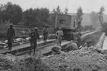 Američané přecházejí řeku Moselu 13. září 1944 nedaleko Crevechamps