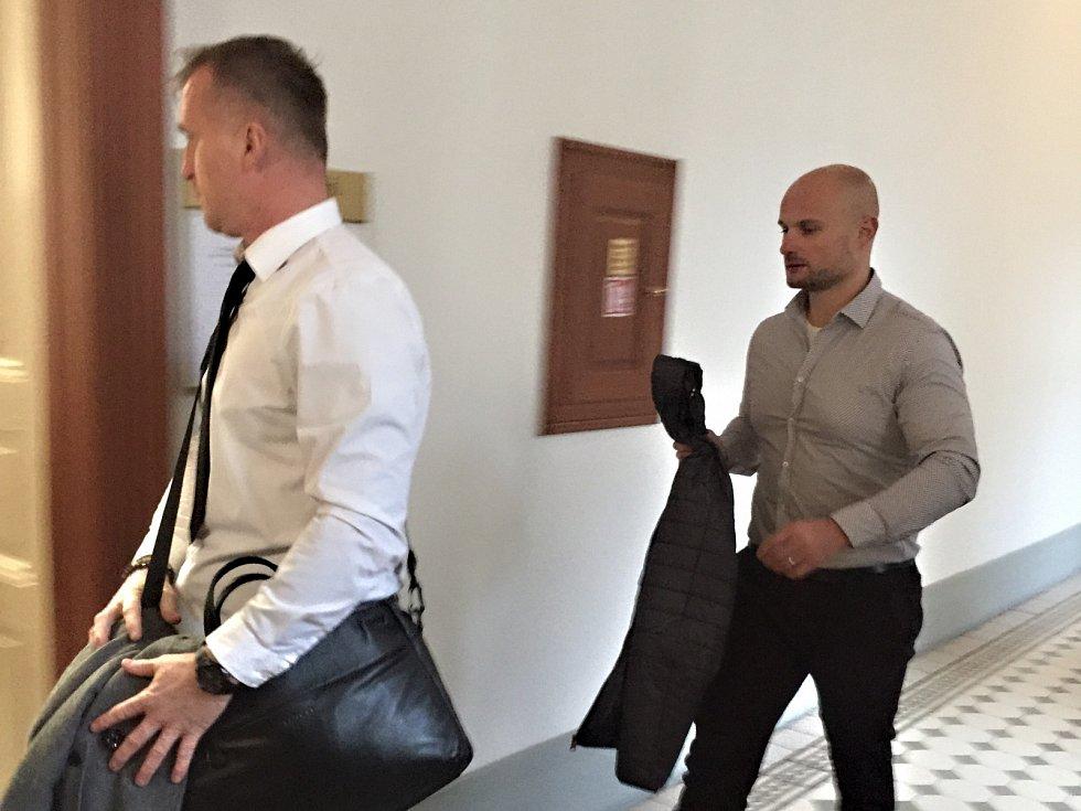 Bývalý hokejista a radní Dvořák dostal podmínku za podvod.