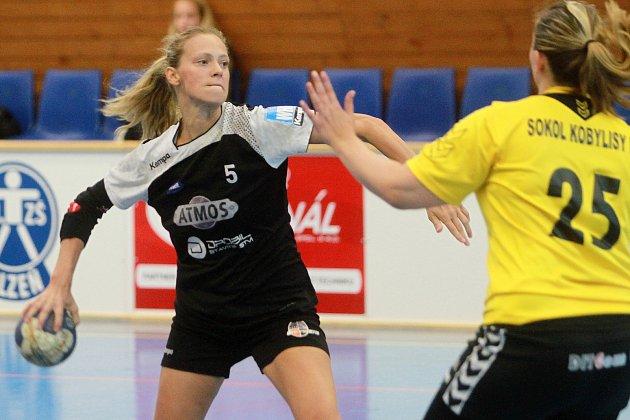 Lucie Pešičková (vlevo) nastřílela Havlíčkovu Brodu šest gólů