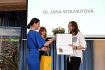 Město Plzeň ocenilo výjimečné pedagogy a zaměstnance svých základních a mateřských škol. V kategorii Mimořádný počin plzeňského školství převzala ocenění pro 55. mateřskou školu její ředitelka Jana Wolmutová.