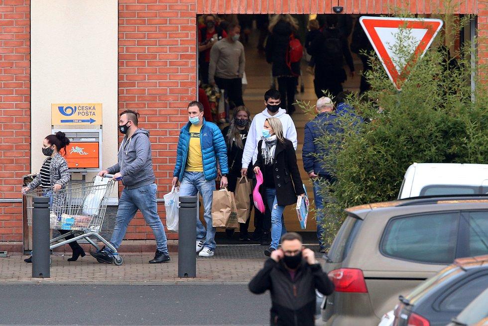 nákupy plná obchodní centra rozvolnění opatření koronavirus OC Olympia