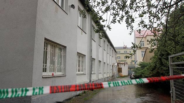 Mrtvý muž byl nalezen na ubytovně ve Slovanské ulici v Plzni.