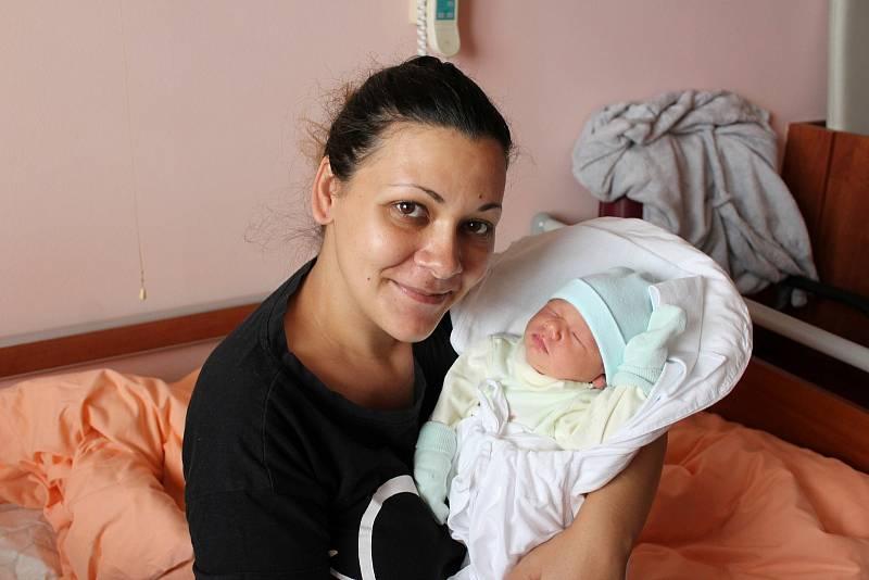 Petr Dandáš (3700 g, 50 cm) se narodil ve Fakultní nemocnici v Plzni 26. září 2021 ve 2:11 hodin. Maminka Jana a tatínek Petr ze Všerub věděli dopředu, že devítiletý Jiřík bude mít brášku.