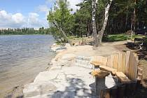 Pláž Ostende u Boleveckého rybníka nebude od letošní sezony zpoplatněna. Město rozhodlo, že zlikviduje oplocení areálu, v budoucnu se uvažuje  o nových místech s občerstvením