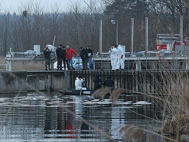 Nález těla v Berounce v Plzni-Bukovci
