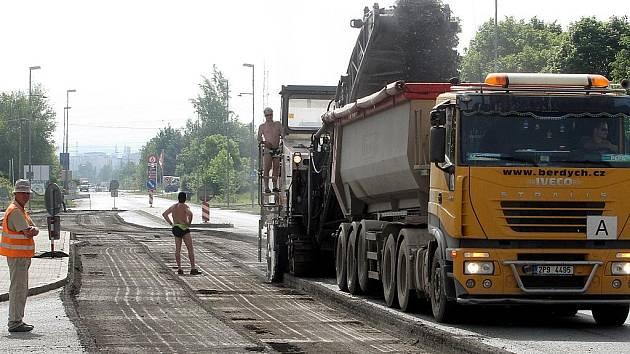 Výstavba kruhového objezdu v Plzni-Křimicích