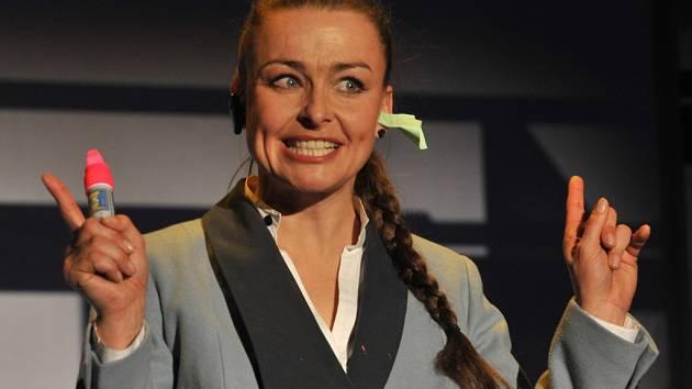 Andrea Černá jako Anna v inscenaci  Přátelé generace X