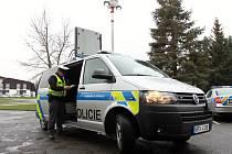 Policie má nové vozy s teleskopickým reflektorem a programovatelným světelným panelem.
