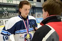 Poté, co opustil mládežnické kategorie, hrál dospělý hokej v druholigových Klatovech. Na podzim roku 2019 se na něj vyptávalo několik klubů z první ligy, ale vše zhatilo nečekané zranění.