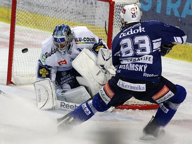 Na 3:1 pro Plzeň zvyšoval po samostatném úniku Martin Adamský.