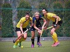 Jendím gólem přispěla k remíze 2:2 s Pragou Adéla Jelenová, hostující v týmu Litic z Hostivaře (uprostřed).