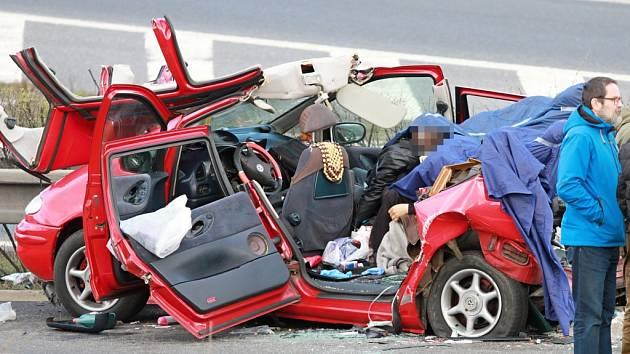Nejtragičtější letošní nehoda se stala v březnu na dálnici D5 u Plzně. Zemřeli při ní čtyři lidé.