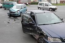 Nehoda dvou osobních aut na křižovatce ulic Masarykova a Rokycanská