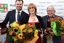 Do Dvorany slávy Plzeňského kraje byli v letošním roce uvedeni zleva hokejsta Jaroslav Špaček, herečka Monika Švábová a architekt Jan Soukup.