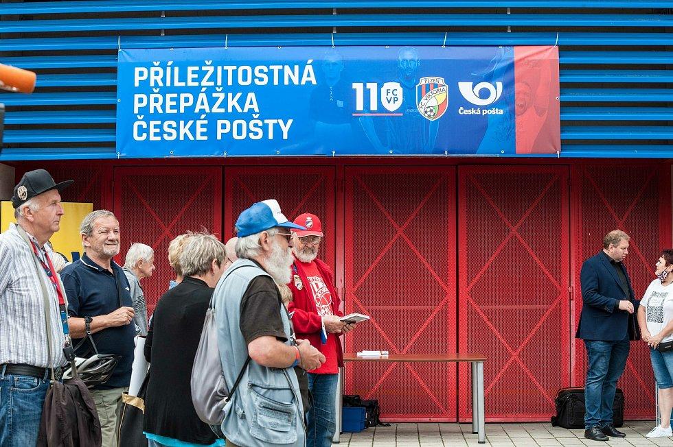 Před stadionem FC Viktoria Plzeň proběhl křest nových poštovních známek a autogramiáda za účasti klubových legend Františka Plasse, Pavla Horvátha, Marka Bakoše, Daniela Koláře, Davida Limberského.