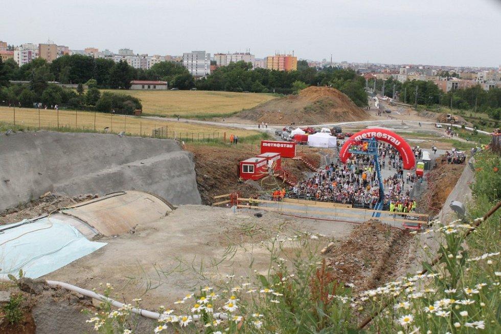 Den otevřených dveří u ražby tunelu mezi Doubravkou a Ejpovicemi