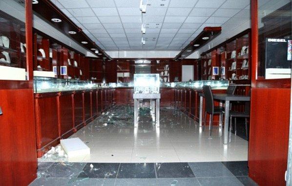 Zloději se vloupali do klenotnictví vobchodním centru na Rokycanské.