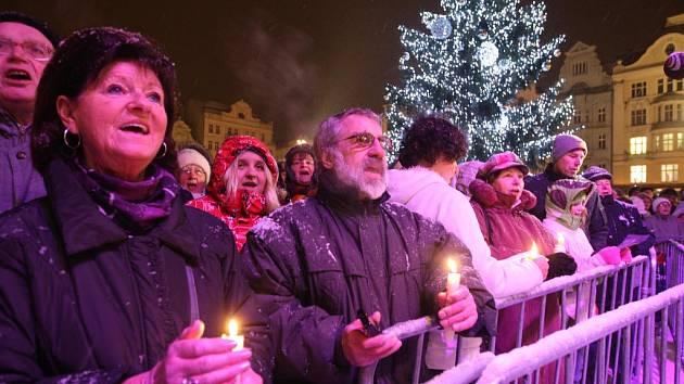Zpívání koled v Plzni