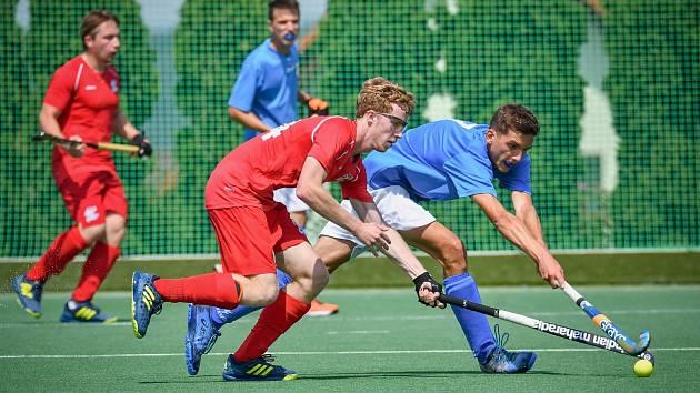 Na Italy nestačili. Čeští reprezentanti (v červeném) prohráli poslední utkání 0:5, i přesto se však zachránili.