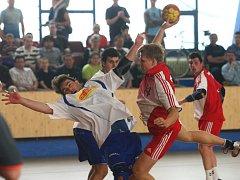 Házenkáři Košutky si to dnes v Městské sportovní hale v Plzni od 15 hodin rozdají s juniorkou Karviné o druhé místo v prvoligové tabulce