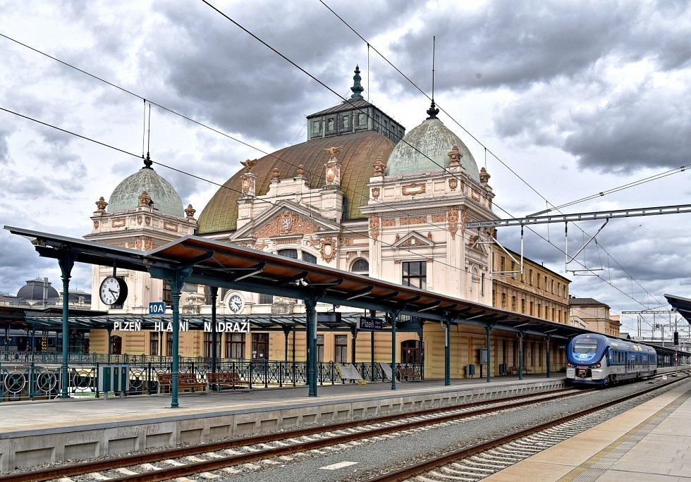 Plzeňské hlavní nádraží. Ilustrační foto.