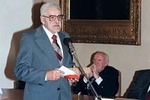 V pondělí 15. října zemřel ve věku nedožitých 95 let profesor MUDr. Jaroslav Kos, jeden ze zakladatelů Lékařské fakulty Univerzity Karlovy v Plzni.