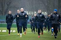 Fotbalisté Viktorie Plzeň zahájili zimní přípravu, na čele pelotonu při společném výběhu jsou útočník Zdeněk Ondrášek a kapitán Jakub Brabec.