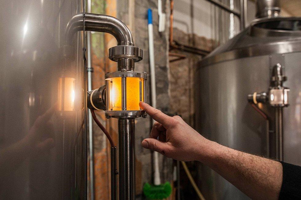 Při procesu scezování se také hlídá kal sladiny, který svou čirostí anebo naopak zakalením určuje výslednou a kýženou podobu druhu piva.