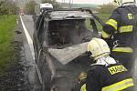 Požár osobního auta mezi Želčany a Vlčtejnem
