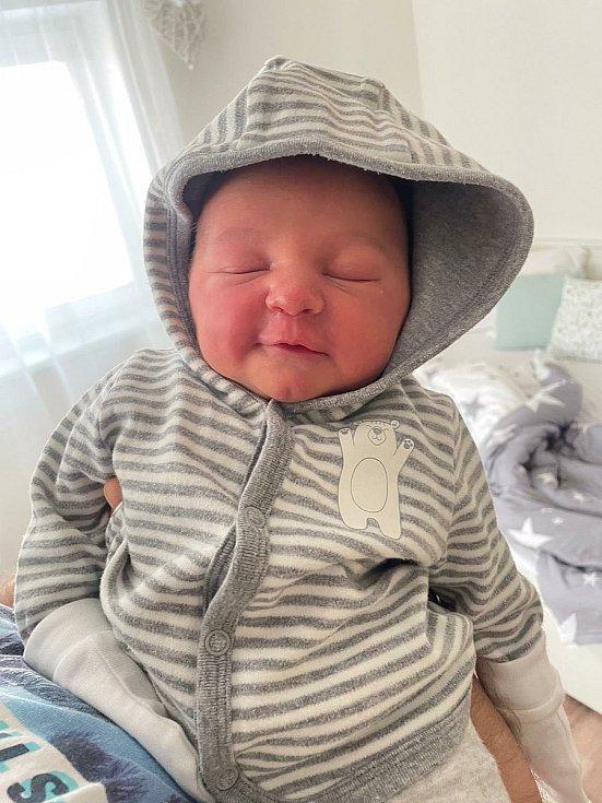 Václav Záhořík ze Zruče-Sence se narodil 8. března 2021 ve 20:53 hodin mamince Evě a tatínkovi Pavlovi. Po příchodu na svět ve FN Lochotín vážil jejich chlapeček 3740 gramů 52 centimetrů.