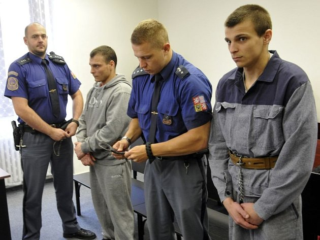Radek a David (vpravo) Matušovi u soudu