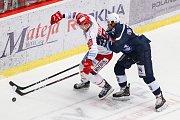 Semifinále play off hokejové extraligy - 5. zápas: HC Oceláři Třinec - HC Škoda Plzeň, 11. dubna 2019 v Třinci. Na snímku (zleva) Aron Chmielewski, Roman Vráblík.