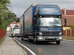 Skočicemi teď projíždějí desítky vozů za hodinu. I nákladních