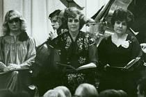 Z koncertního provedení opery Richarda Wagnera Valkýra, které uvádělo Divadlo J. K. Tyla v roce 1982 v plzeňském společenském domě Peklo. Zleva Iva Malinová, jubilantka Jarmila Vacková a Jaroslava Zamrazilová v rolích Siegrune, Waltraute a Schwertleite.