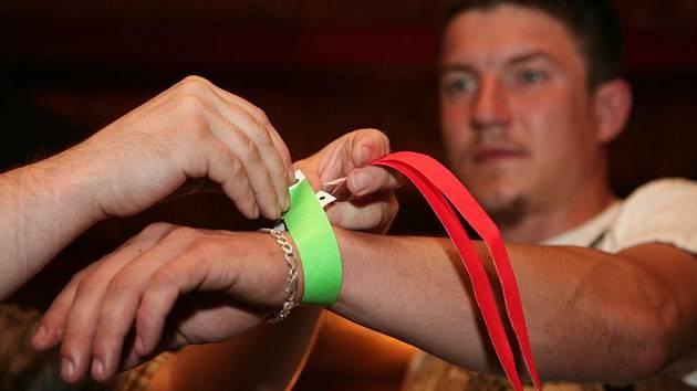 Různobarevné náramky se už osvěčily v Clubstaru
