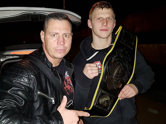 Vlevo trenér Jan Kalaš, vpravo Petr Kraft