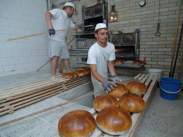 Na rozdíl od pekařů z Karlovarského kraje zatím plzeňští pekaři své výrobky nezdražili. Jak ale sami říkají, nejspíše se tomu nevyhnou