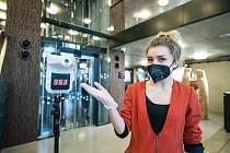 První představení DJKT po dlouhé koronavirové odmlce provázela opatření proti šíření covidu, návštěvníkům v divadle měřili teplotu.