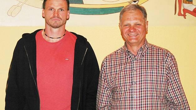 Bývalý reprezentační trenér Vladimír Haber (vpravo) povede od nové sezony házenkáře Lokomotivy Plzeň. Hráčskou posilou bude mezi jinými také Martin Šetlík