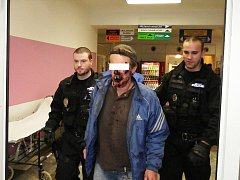 Opilý muž ohrožoval doktory v nemocnici
