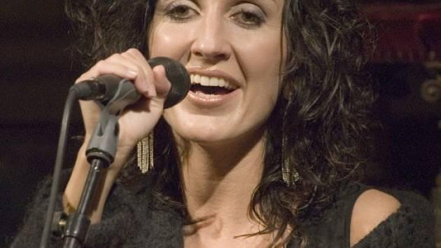 Radka Fišarová otevře svým recitálem francouzských šansonů nový koncertní cyklus v jízdárně zámku Kozel