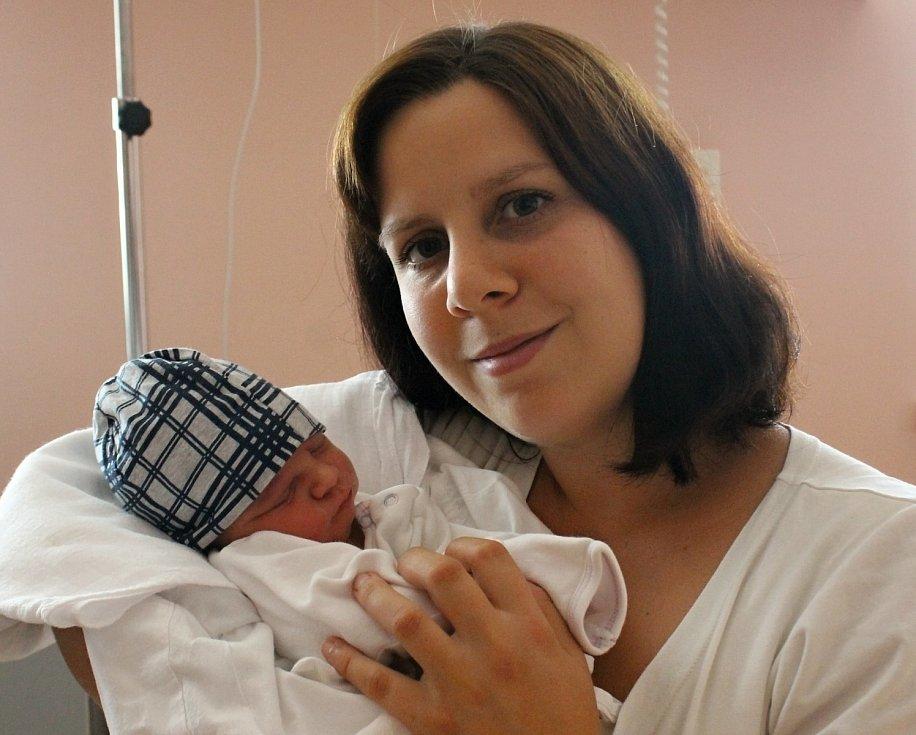 Štěpán Blahník se narodil ve Fakultní nemocnici v Plzni 16. července ve 2:43 mamince Gábině a tatínkovi Pavlovi z Čižic. Po příchodu na svět vážil bráška dvouleté Karolínky 3060 gramů a měřil 47 centimetrů.