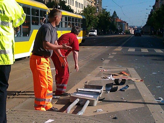 Krátce po osmé hodině ráno porazilo nákladní auto na náměstí Míru jízdní řád