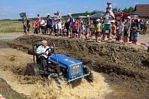 Sedmý ročník Losinské traktoriády se uskutečníl na uměle vytvořené trati se dvěma brody a dalšími terénními prvky. Závodu se zúčastnilo 26 doma vyrobených traktorů rozřazených do čtyř kategorií.