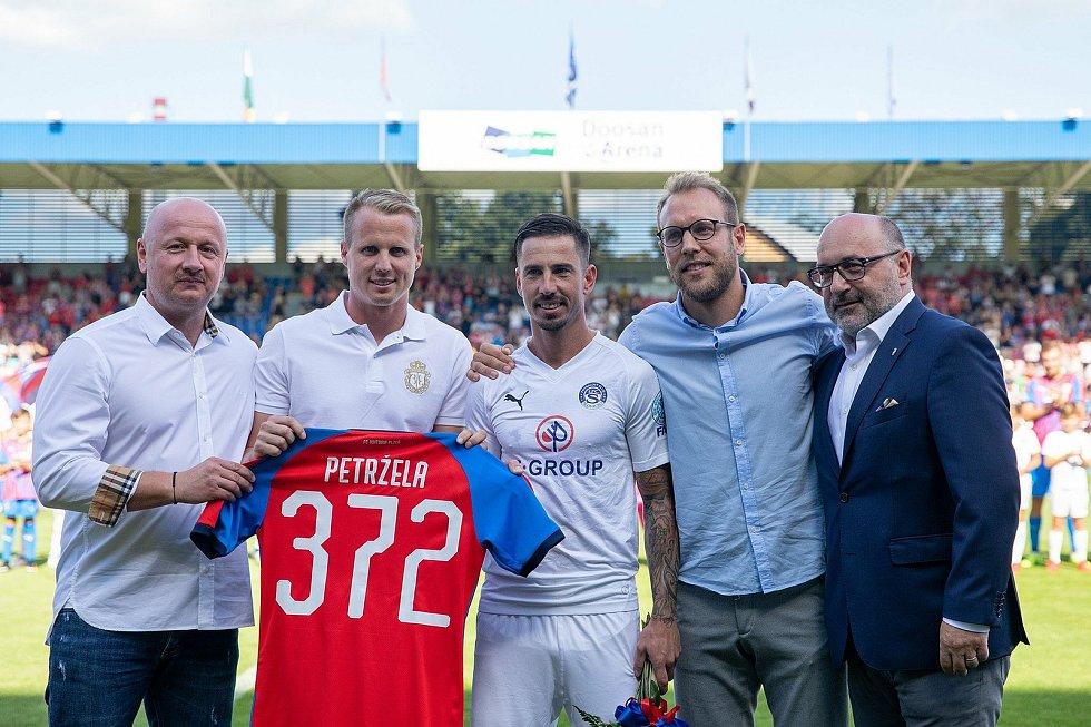 LOUČENÍ S VIKTORIÍ. V létě 2019 už přijel Milan Petržela do Plzně jako hráč Slovácka. Foto: fcv/Martin Skála
