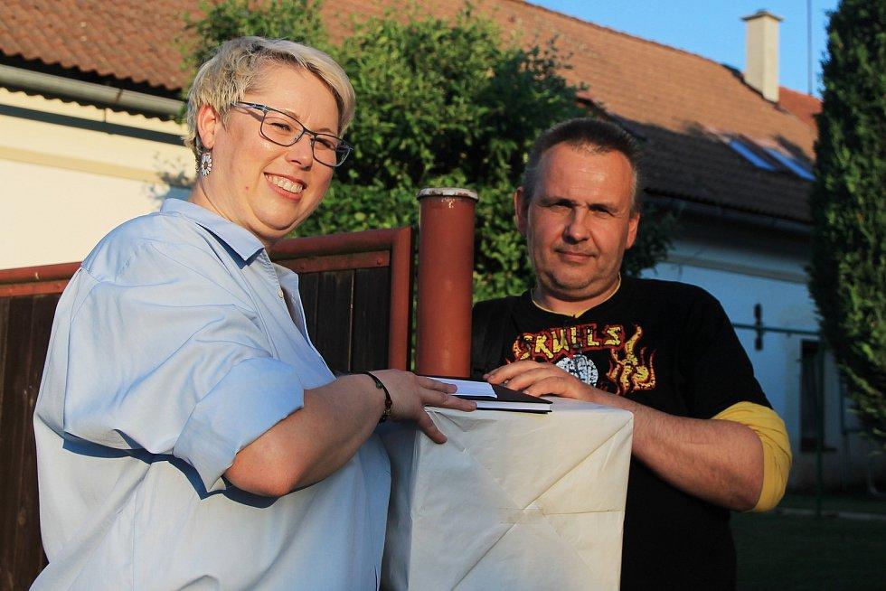 Nadšenci ze Žihle točí už třetí letní komedii. Na snímku Miroslava Tolarová a Libor Kulhánek.