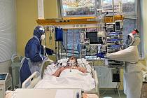 V krajských nemocnicích je největší počet covidových pacientů od příchodu pandemie