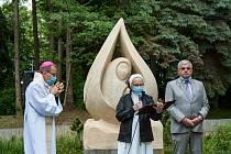 Slavnostní odhalení sochy sv. Anežky České a její požehnání plzeňským biskupem Tomášem Holubem.