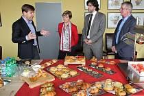 Belgická velvyslankyně Françoise Gustin na návštěvě u pekařů.